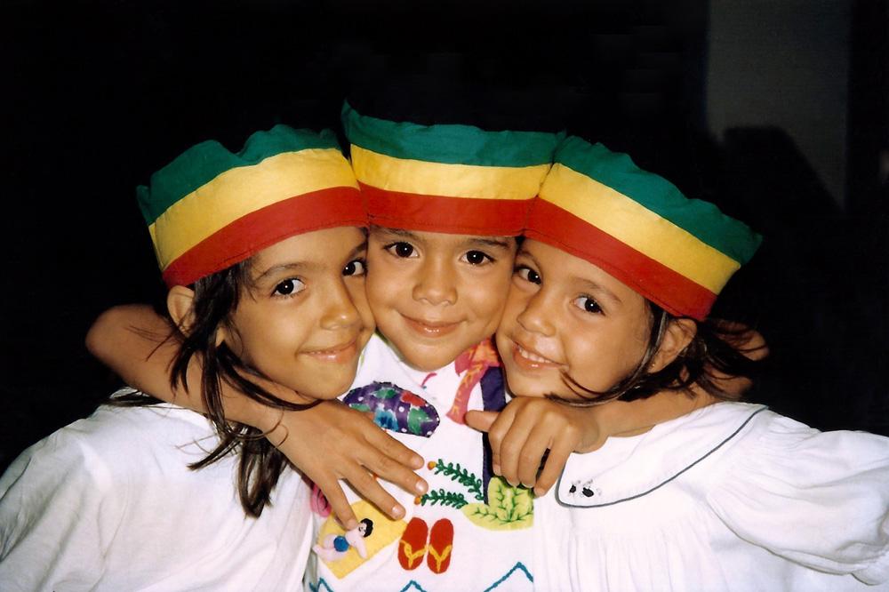 No verão de Salvador de 1995, entre Benedita, filha de Regina Casé, e a irmã Miranda
