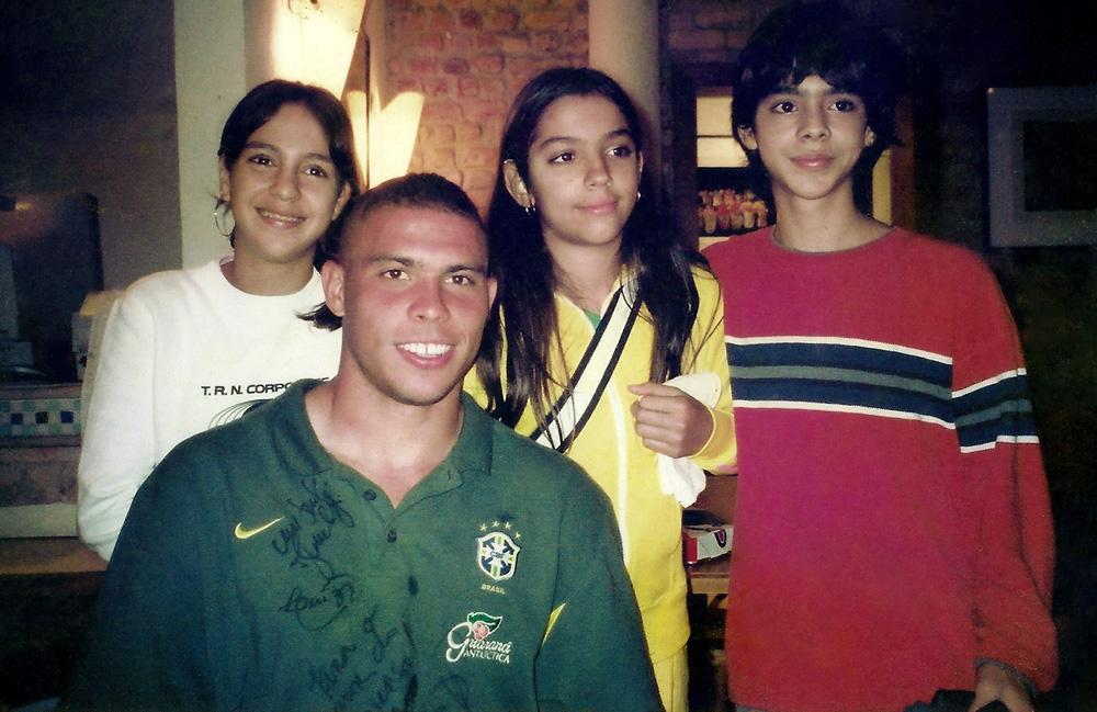 Em 2002, dividindo uma pizza com Ronaldo na madruga em que a equipe pentacampeã desembarcou no Rio
