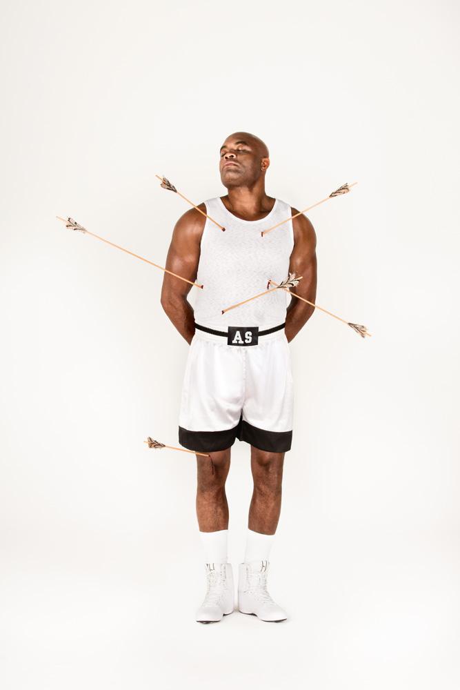 Trip repete a histórica capa da revista Esquire, que, em 1986, retratou Muhammad Ali como São Sebastião. À época, o boxeador foi severamente alvejado por críticas às suas crenças, como a defesa dos direitos dos negros