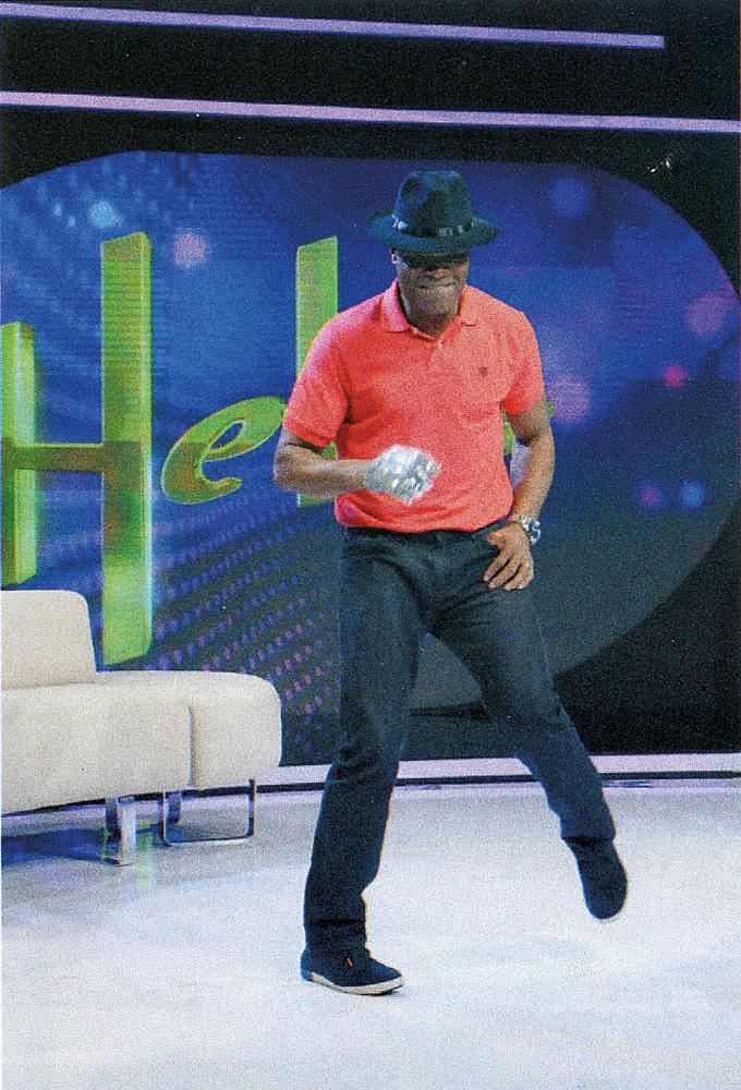 Anderson imita Michael Jackson no programa da Hebe Camargo