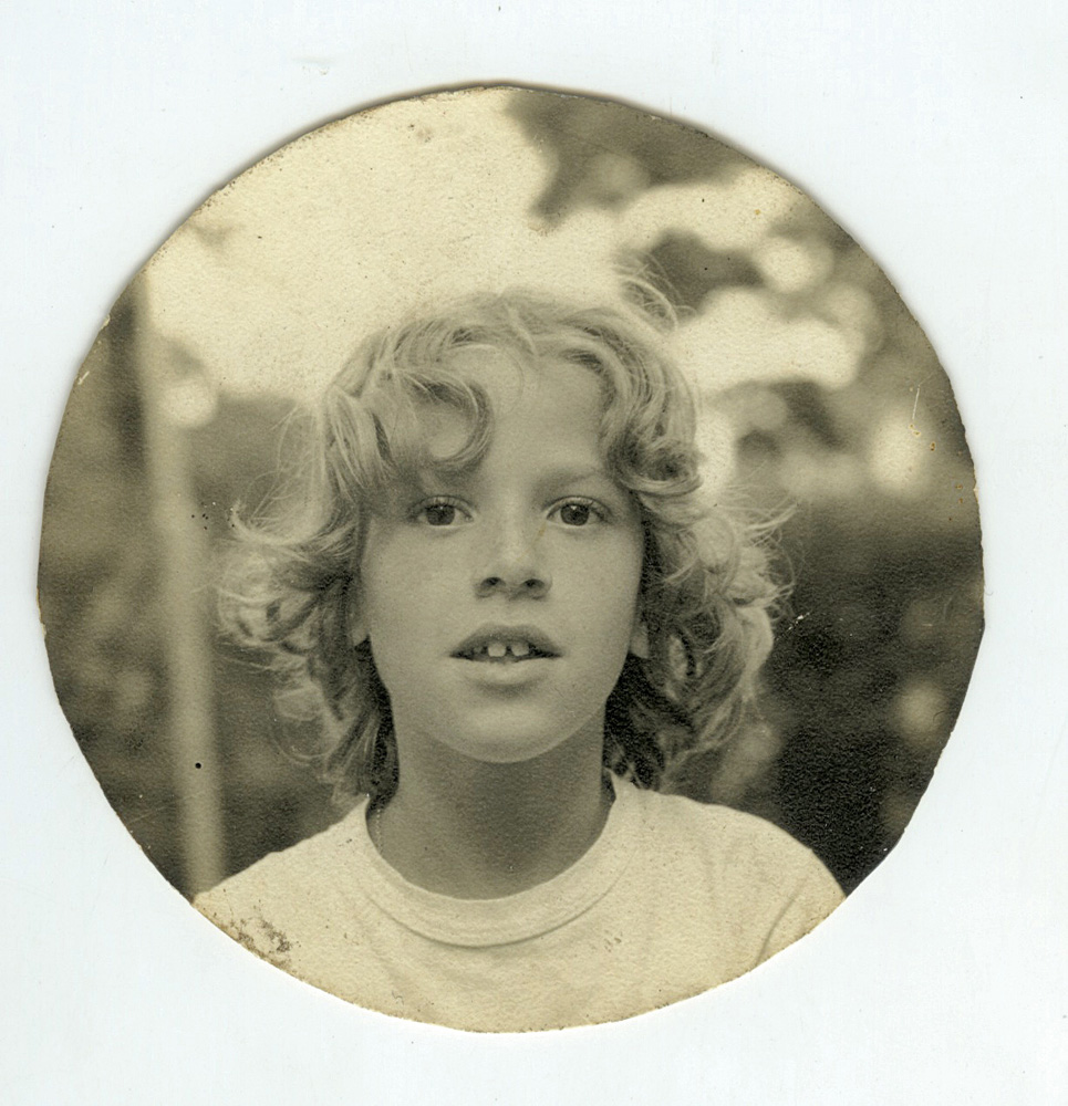 Em 1970, aos 8 anos,  na escola Bola de Neve, no Jardim Paulistano, em São Paulo
