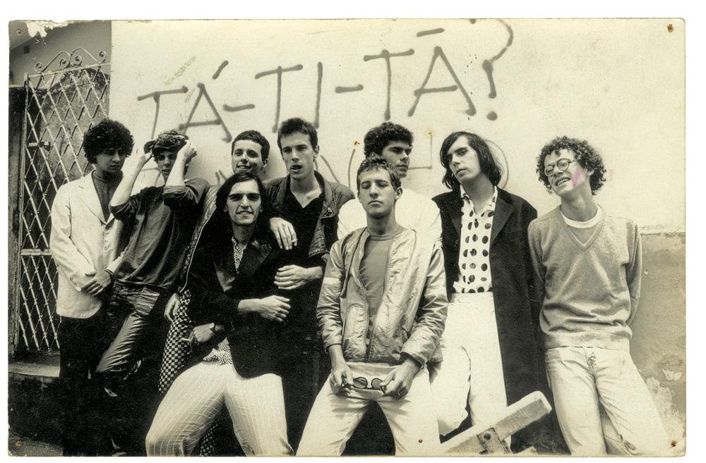 Formação dos Titãs em 1982: Sergio Brito, Branco Mello, Tony Belloto, Paulo Miklos, Ciro Pessoa, André Jung, Marcelo Fromer, Arnaldo Antunes e Nando