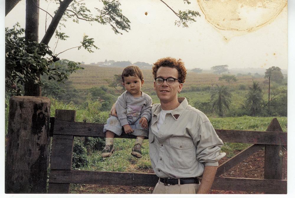 Com a filha Sophia, então com 1 ano de idade, em uma fazenda em Jaú