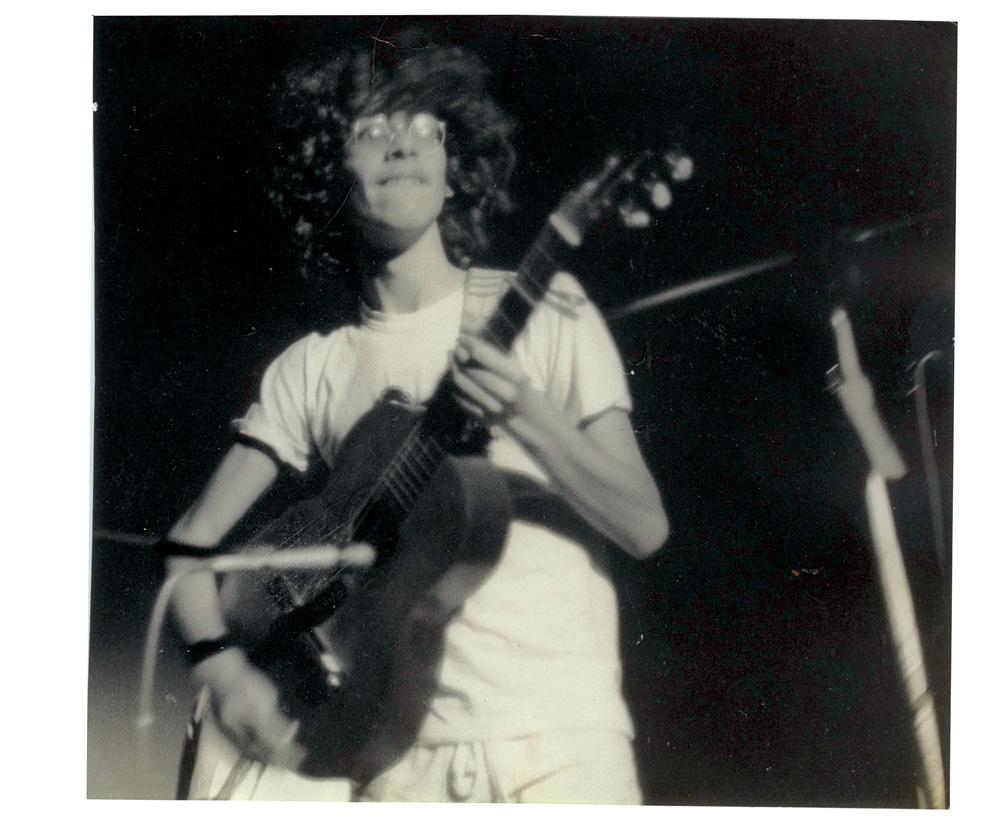 No Festival Secundarista de Música do Colégio Santa Cruz, em 1979, quando venceu com sua banda, Os Camarões