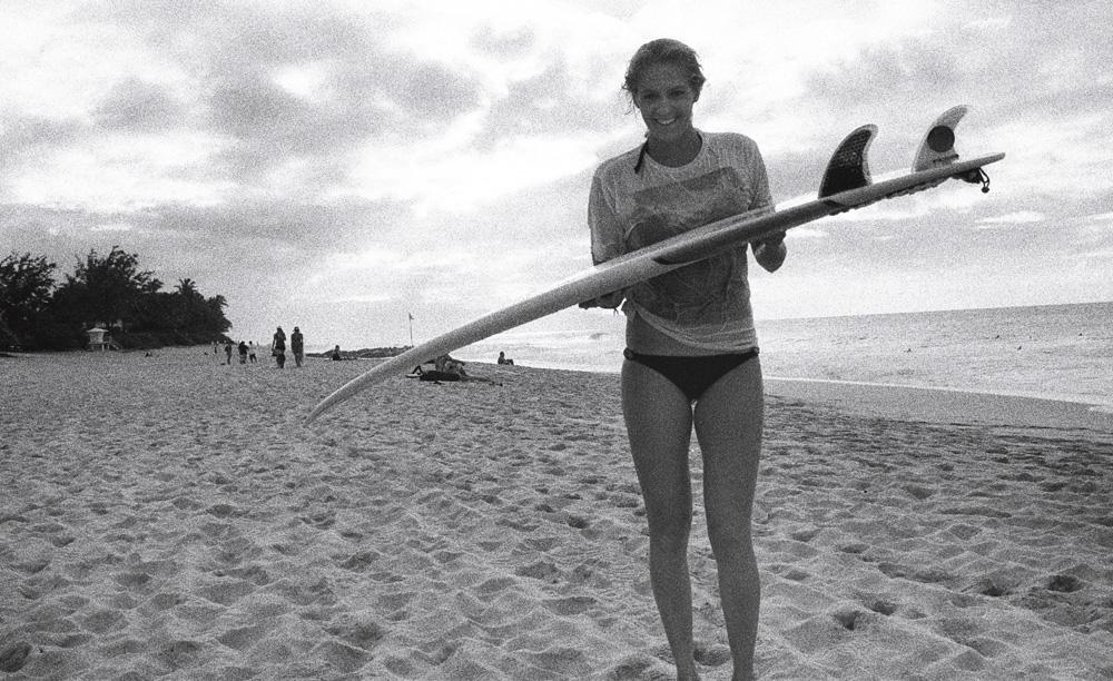 """Stephanie Gilmore:  A pentacampeã mundial já é um ícone do esporte aos 25 anos de idade. Seu surf é polido e radical. Em ondas clássicas como Bells, sua linha fluida estabeleceu um novo patamar para o surf feminino. Além da atuação melhor do que a de 99,9% dos homens, a australiana ajuda a quebrar barreiras sendo a rainha da espontaneidade: Steph acredita no """"poder da mulher"""" e leva a vida sem se preocupar com a opinião alheia."""