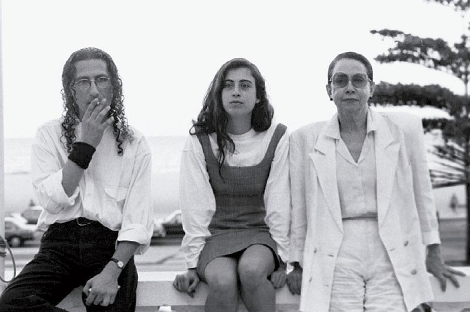 Entre Gerald Thomaz e a mãe, no ínicio dos anos 90