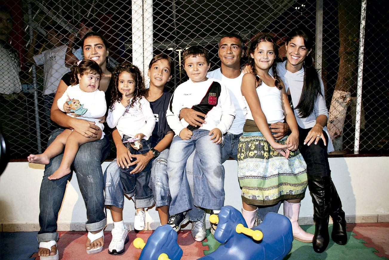 Com os filhos Moniquinha, Ivy, Belinha, Romarinho, Rapha, Danielle e a ex-esposa Isabella