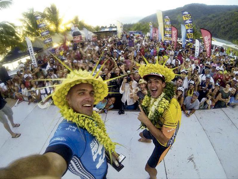 Celebrando ao lado de Kelly Slater também no Taiti
