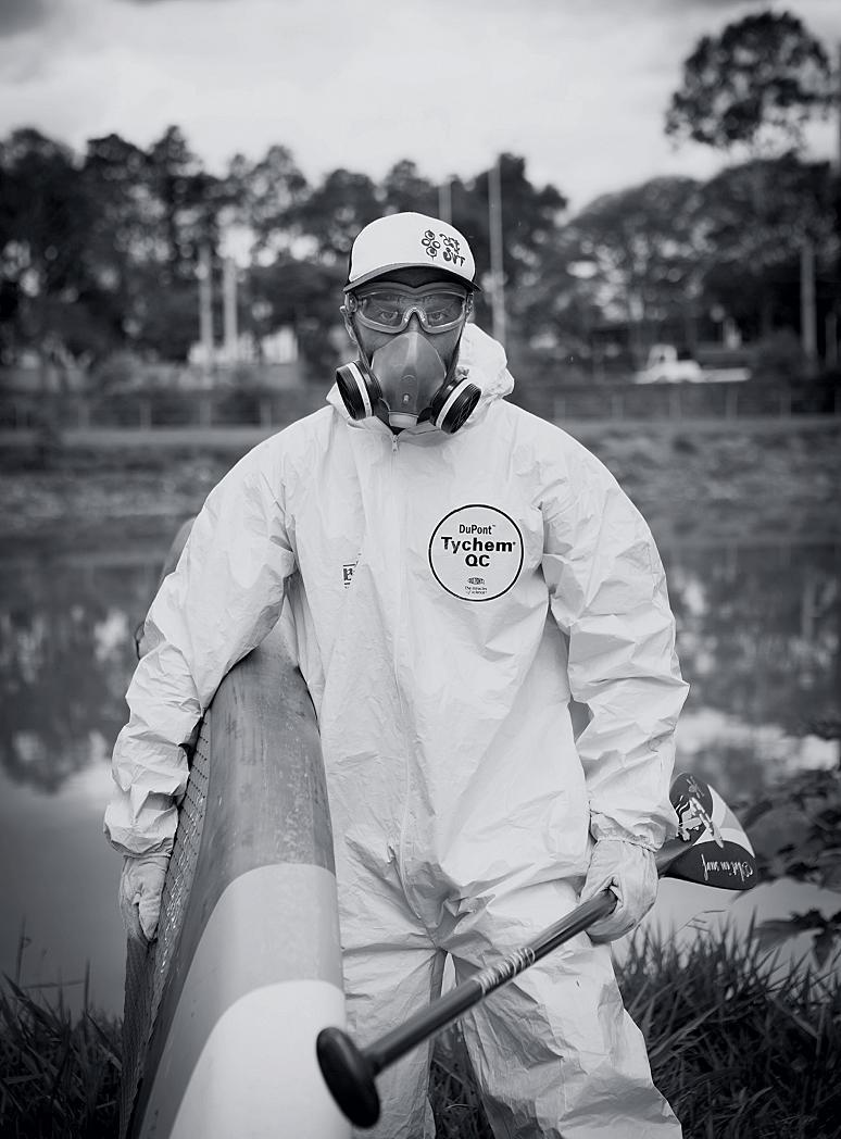 """Amendoim com a """"armadura"""" necessária para navegar hoje no rio Pinheiros"""