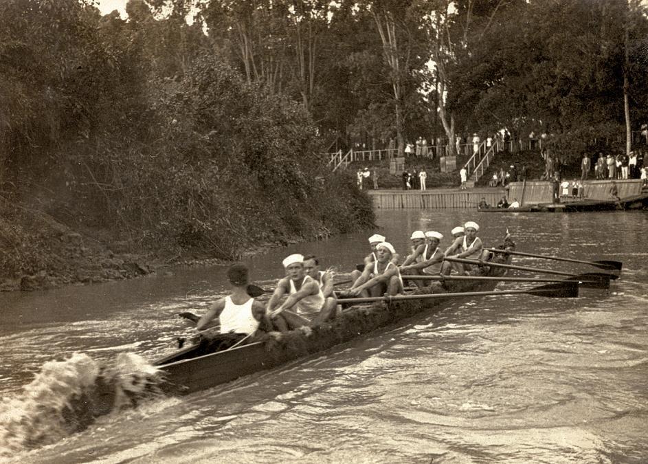 Em 1937, remadores no Rio Pinheiros