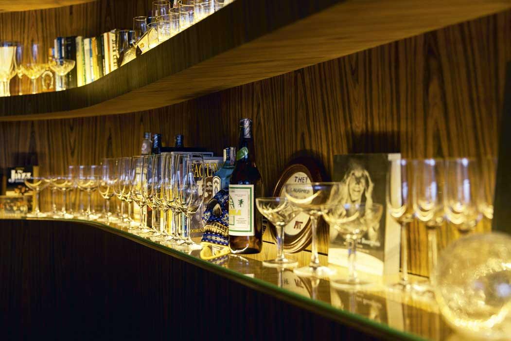 O Bar Riviera