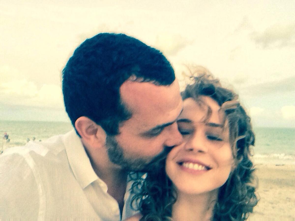 Com o marido, o agitador cultural (e colunista da Trip) Alê Youssef, com quem está há 5 anos