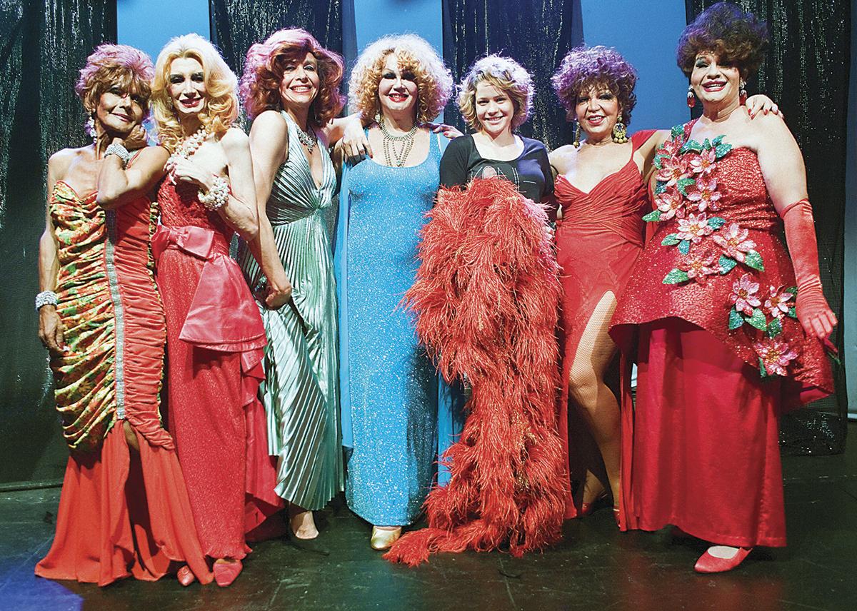 Com o elenco de Divinas divas, documentário que marca sua estreia como diretora, em fase de produção