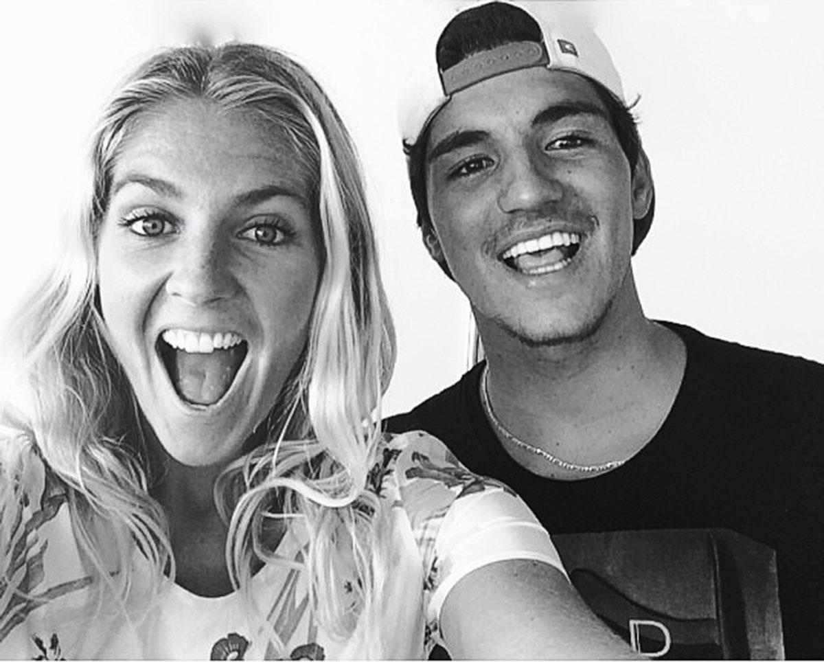 Stephanie Gilmore em momento selfie com o brasileiro Gabriel Medina