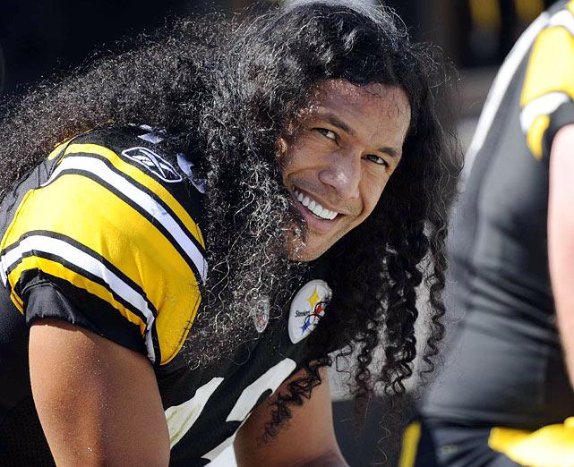 Troy Polamalu, jogador de futebol americano, segurou o cabelo em US$ 1 milhão