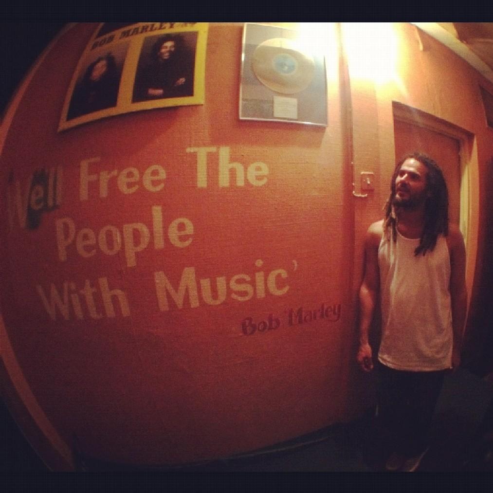 Zodi no estúdio Tuff Gong