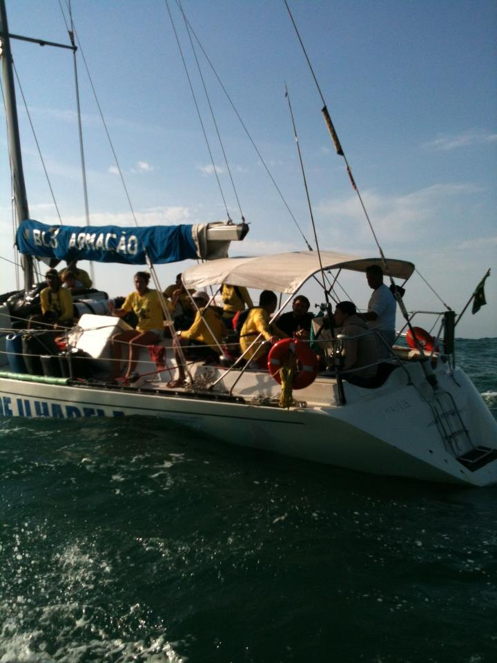 Um dos barcos de apoio da Volta
