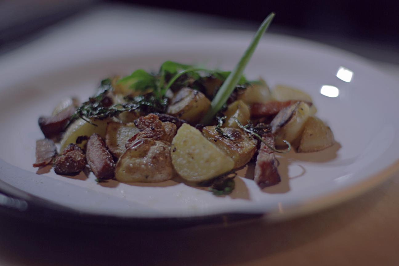Batata bolinha com bacon e salsinha, prato do terceiro episódio