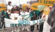 com a turma da primeira s�rie na passeata de 7 de Setembro de 1988, em S�o Louren�o do Sul (RS): �Somos o futuro�