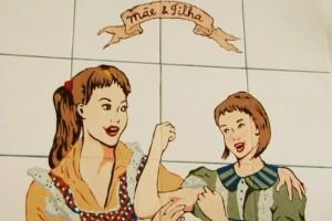 Mãe e filha, que está na parede da cozinha