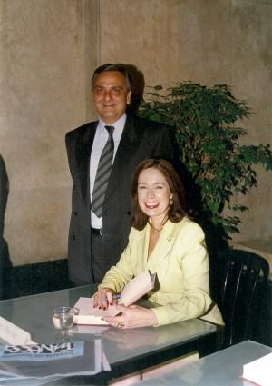 Com o marido, Charles Lisbona, em lançamento do livro História da Vida Privada no Brasil, em 1992