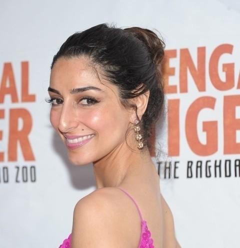 A atriz de origem iraniana Necar Zadegan e seu (lindo) nariz intacto