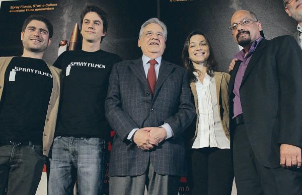 Fernando Menocci, Fernando Grostein Andrade, Fernando Henrique Cardoso, Ilona e Anthony Papa no lançamento do filme Quebrando Tabu (2011)