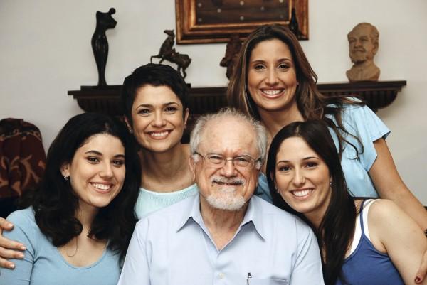 Com o pai, Alexandre, e as irmãs Flávia, Fabiana e Fernanda