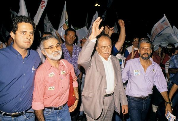 O primo Eduardo Campos (esq.) e o avô Miguel Arraes em campanha política de 1994