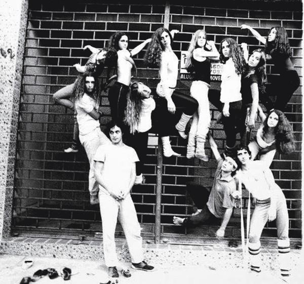 Com o grupo de dança Panãpaná no início dos anos 80