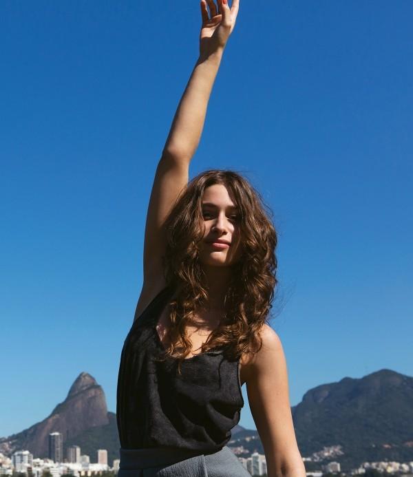 A atriz Luisa Arraes no ensaio da Tpm no Rio de Janeiro
