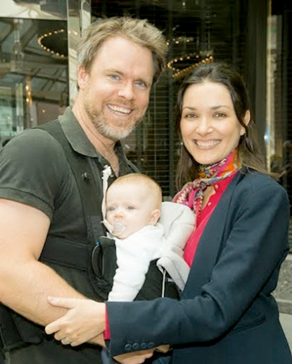 Ilona com o marido, Robert Muggah, e a filha Yasmin