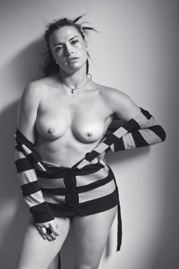 """""""Acho um absurdo essa imposição para que a gente tenha que vestir 36 e 38. Isso não faz parte da nossa cultura. Sou uma brasileira típica e tenho quadril largo""""Gabriela Haviaras, 33 anos, atriz, veste manequim 40"""