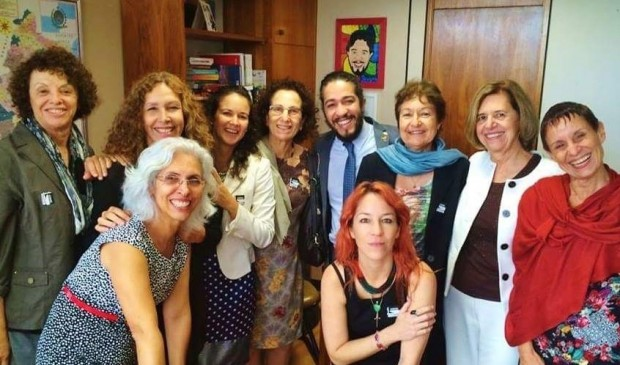 Jean Wyllys e representantes de movimentos feministas que apoiam o projeto: Branca Moreira Alves, Constanza Moreira, Guacira Oliveira, Débora Thomé, Bila Sorj, Karina Buhr, Hildete Pereira de Melo, Zeca Rosado e Sonia Correa