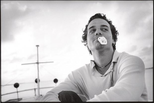 De chupeta, nos bastidores de Deus É Brasileiro (2003)