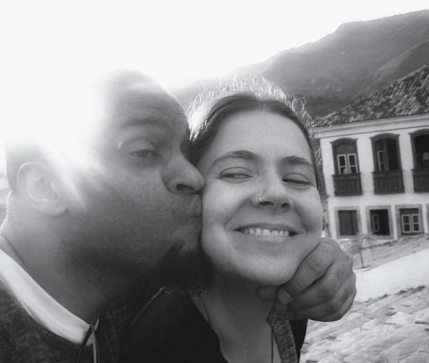 Izabela Moi, 43 anos, jornalista, é casada com Julio Pinheiro, 42, digital expert de uma multinacional. E negro