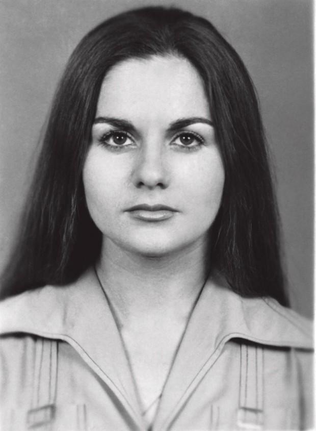 Maria da Penha encara a foto para o passaporte, quando foi conhecer a Argentina