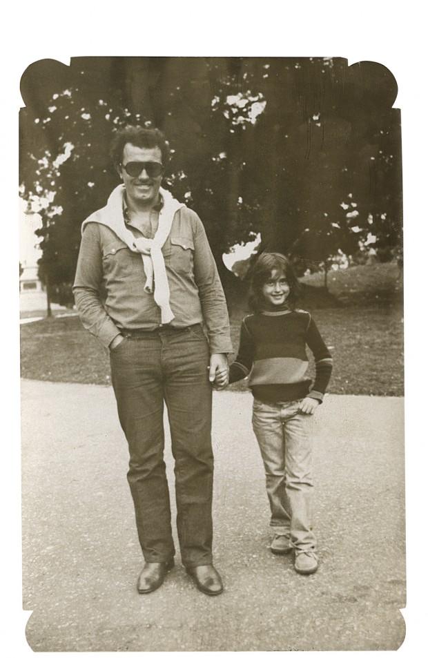 À esquerda com o pai, aos 7 anos