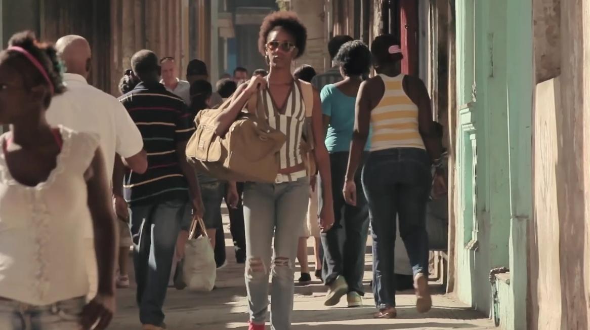 Atráves: um filme sobre Cuba em transformação