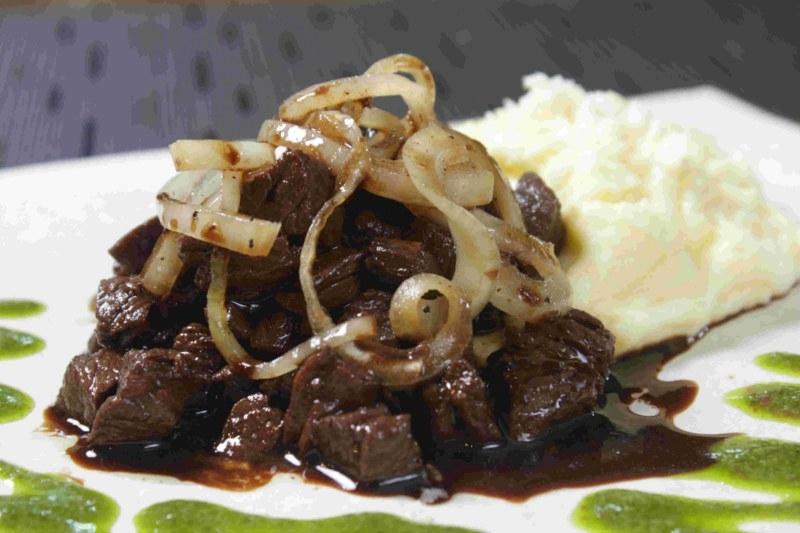 457 Restaurante - Iscas de carne com purê