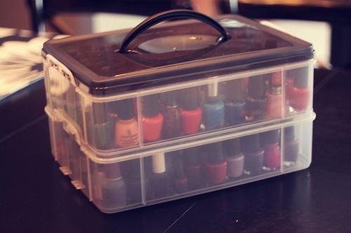 Soluções que você pode comprar em lojas de utilidades domésticas ou papelarias: maletinha