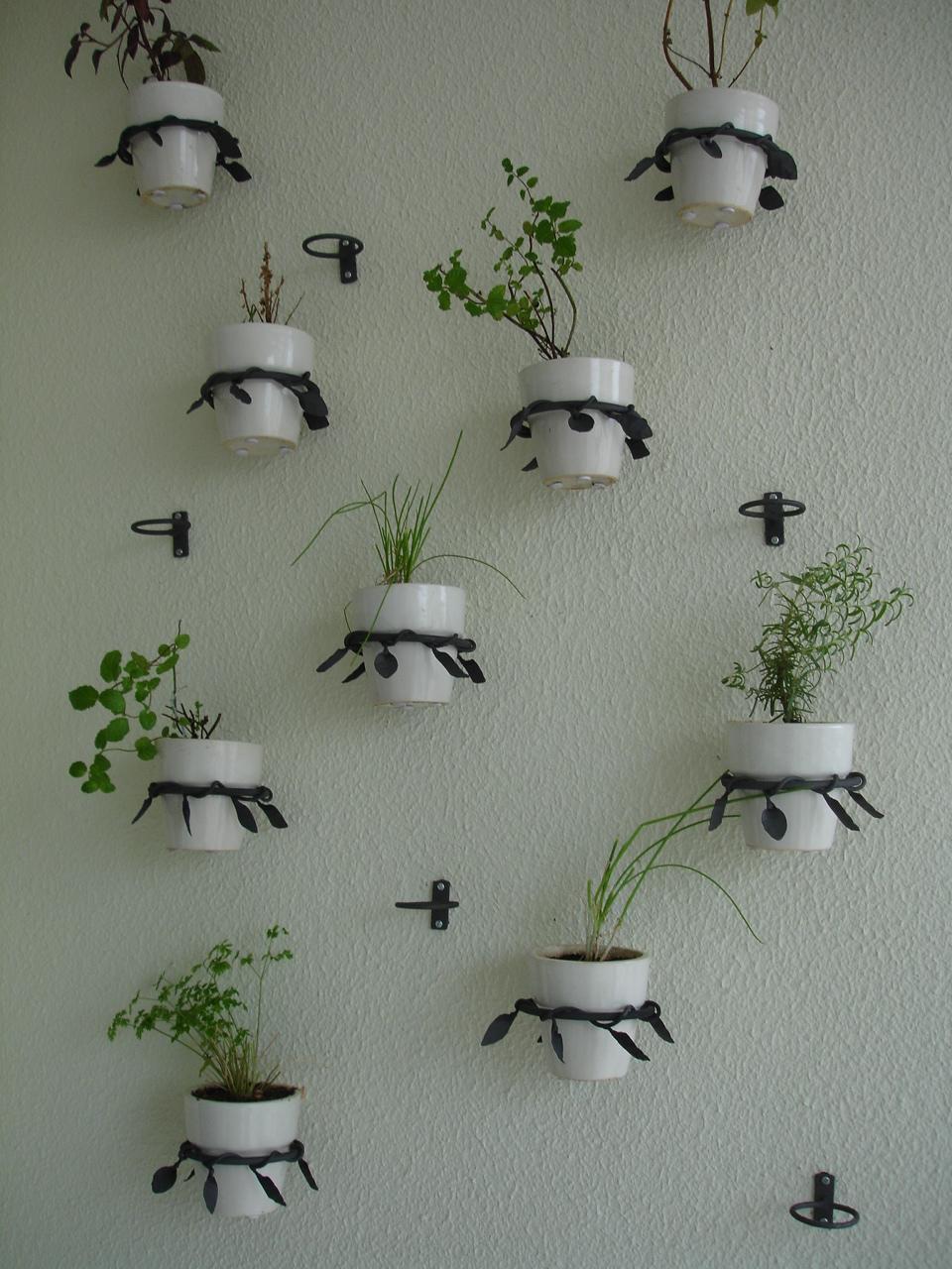 Suporte para vasos em serralheria artística para mini horta l Serralheiro Antonio Giro l Projeto NeoArq