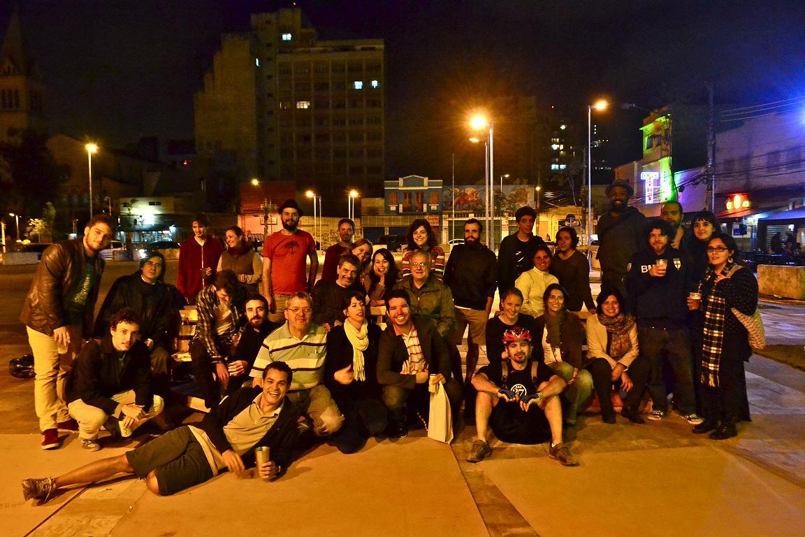 Durante as sextas-feiras o grupo se encontra no Largo para discutir as atividades