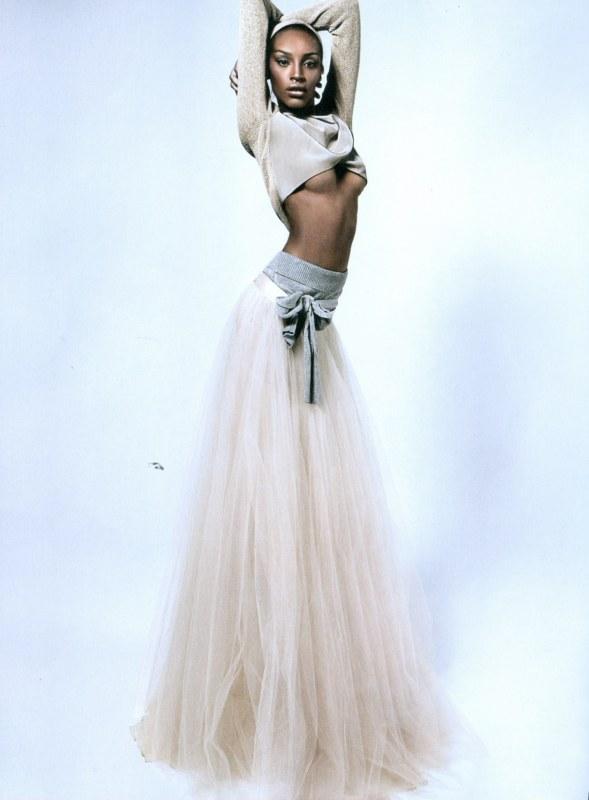 Ana Bela Santos em editorial para a Elle