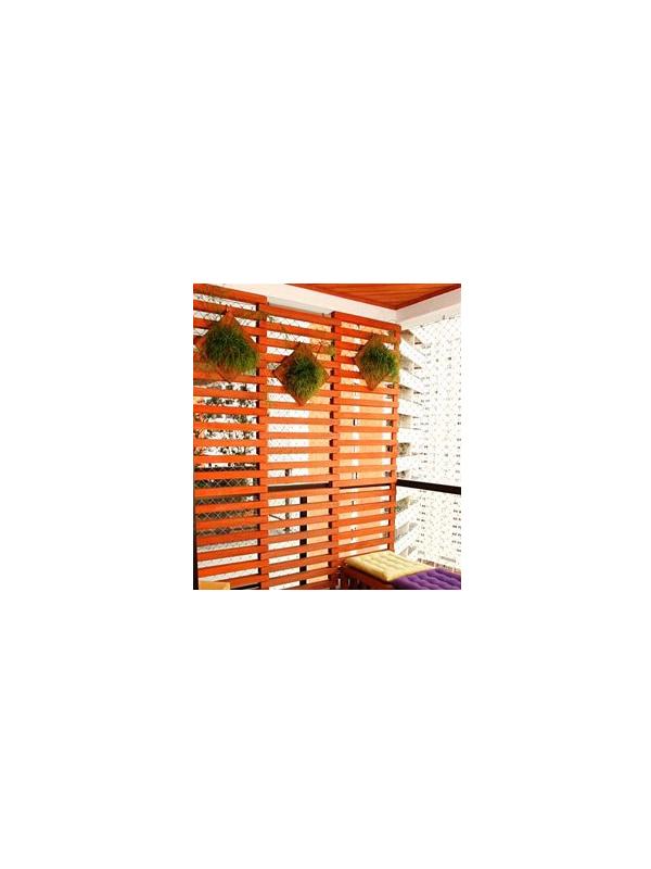 Ripsális em vaso de fibra de coco em painel de madeira l Projeto NeoArq