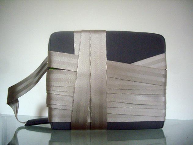 Alça de bolsa feita com cinto de segurança