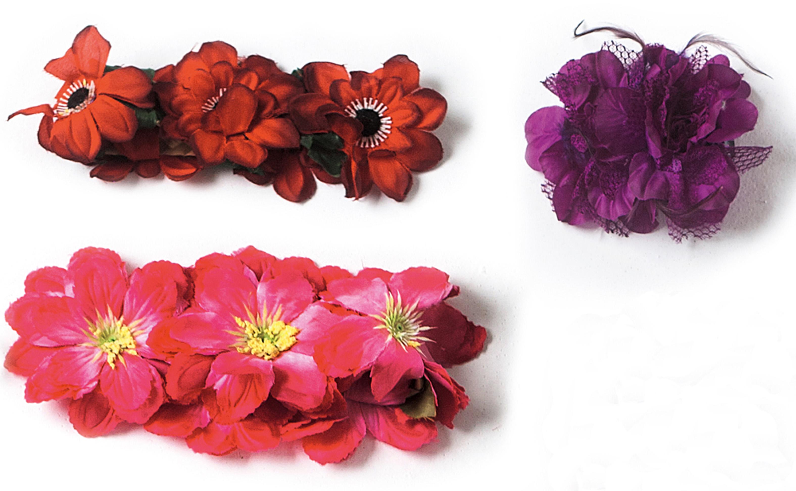 """Arranjos de cabeça florais: """"Os vermelhos foram comprados em São Paulo quando encenava Hamlet."""""""