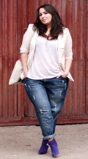 O estilo também vale para garotas curvilíneas: boyfriend jeans + blazer