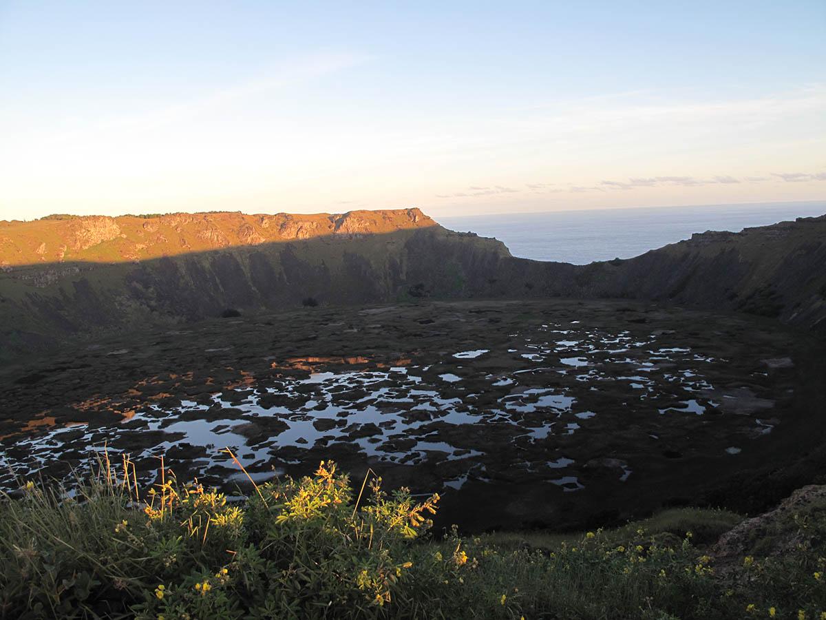 Cratera do vulcao Ranu Kau ao por do sol!