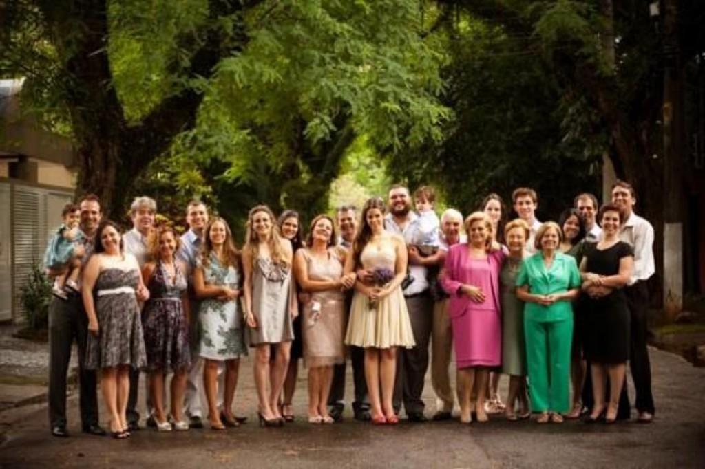5)  Roberta e Rafael quando começaram a organizar o casamento se viram na armadinha da lista de convidados com 300 pessoas, tendo que convidar certas pessoas por educação ou política da boa vizinhança. Jogaram tudo pra cima, escolheram a dedo 23 pessoas e fizeram um casamento charmoso dentro de casa